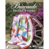 Brincando com tecidos e cores -patchwork